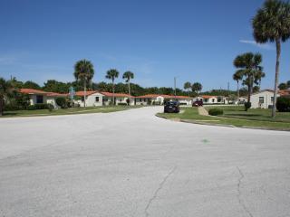 Cosy villa, steps from Ormond Beach (near Daytona) - Ormond Beach vacation rentals