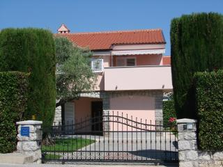 NEWLY RENOVATED AND FURNISHED 4 STAR APARTMENT, CLOSE TO THE BEACH AND CENTRE - Krk vacation rentals