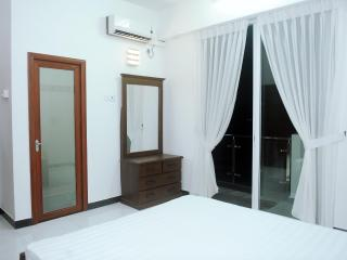 Comfortable 3 bedroom Mount Lavinia Condo with Internet Access - Mount Lavinia vacation rentals