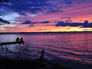 LAKE SIMCOE'S NOV & DEC XMAS PARTY WEEKEND GETAWAY - Barrie vacation rentals