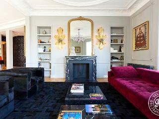 Notre Dame Royal - Luxury 3 BD-3BA over the Seine - Paris vacation rentals