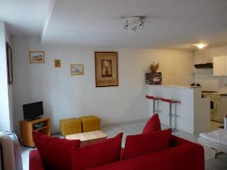 Idee, Lovely Studio Apartment in Great Cannes Location - Cannes vacation rentals