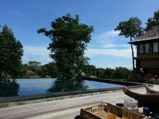 20%OFF VILLA 6 BR WITH PRIVATE POOL NEAR THE BEACH INCL BREAKFAST - Canggu vacation rentals