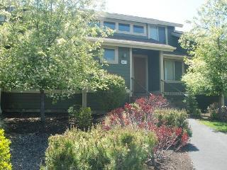 Village Loop Condo - Redmond vacation rentals