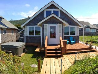 Bright, oceanfront cottage w/private beach access & hot tub - dog-friendly too! - Rockaway Beach vacation rentals