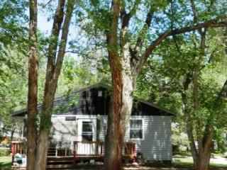 Cozy 2 Bedroom Bungalow on 1/2 Acre - Rapid City vacation rentals