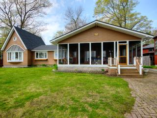Stunning Lake Views on shores of Lake Erie - Crystal Beach vacation rentals