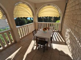 Villa WhiteHouse - Apartment 2 - Omis vacation rentals