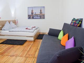 Apartment In Kreuzberg!2 - Berlin vacation rentals
