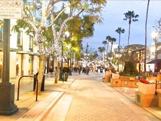 SANTA MONICA: 2BR Walk to the Beach, Pier and Shopping! FREE Parking & WIFI - Santa Monica vacation rentals