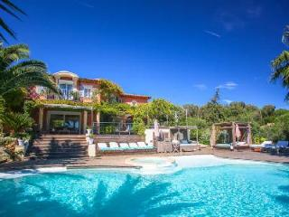 Dolce Vita offers sea views, heated infinity pool with Jacuzzi, playground & close to beach - Cote d'Azur- French Riviera vacation rentals