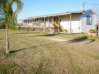 Comfortable 3 bedroom Condo in Port O Connor with A/C - Port O Connor vacation rentals