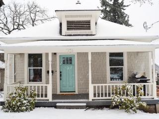 Newly Renovated Stylish Downtown Cottage, Sleeps 9 - Cascade Locks vacation rentals