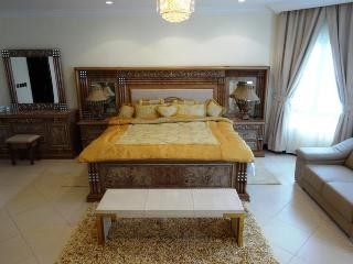 4 bed room luxury fully furnished holiday villa for rent in Palm Jumeirah Island Dubai - Dubai vacation rentals