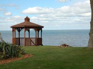 Cozy Cottage on Lake Erie - Amherst vacation rentals