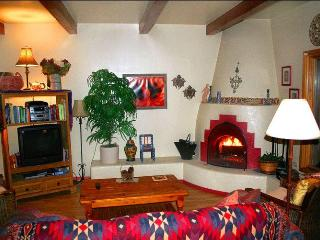 Beautiful 2bd/slps6, near Plaza, Ski Road, Opera - Santa Fe vacation rentals