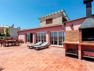 Lux Sunny APT for 5 with 360º views! - Barcelona vacation rentals