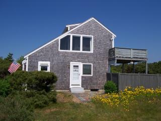 Cheerful Vacation Home, walk to private Cape Cod Bay beach - Truro vacation rentals