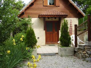 Picturesque 3 Bedroom Chalet with Mountain Views, Pool, Garden - Hautes-Alpes vacation rentals
