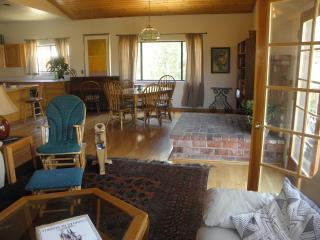 Gorgeous House with Deck and Internet Access - Pine Mountain Club vacation rentals