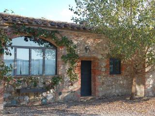 Red House - Apartment with swimming pool in Val d'Orcia - Castiglione D'Orcia vacation rentals