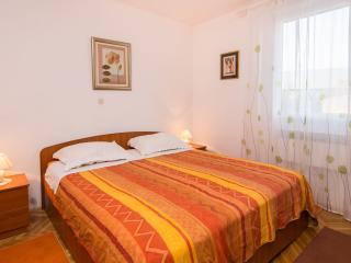 Deluxe apartment with garden Pazdigrad - Split vacation rentals