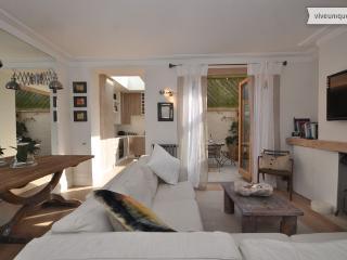 Perfect one bed apartment, Stadium Street, Chelsea, sleeps 3 - London vacation rentals