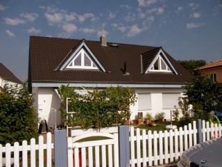 Vacation Apartment in Rüdesheim am Rhein - 689 sqft, quiet, central, bright (# 5164) - Rüdesheim am Rhein vacation rentals