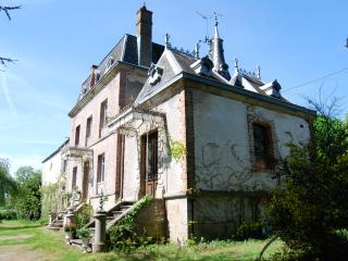 19 th Century Mini Chateau in Limousin France. - Saint-Sulpice-les-Feuilles vacation rentals