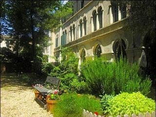 Secret Garden 4 - Sunny pool, shady garden, walk t - Murviel-les-Beziers vacation rentals