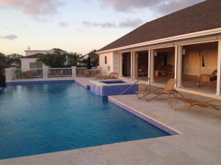 Beautiful 2 bed apt. in gated community with pools - Saint Peter vacation rentals