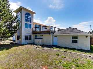 3BR home w/decks & ocean views; fenced yard; walk to beach - Lincoln City vacation rentals