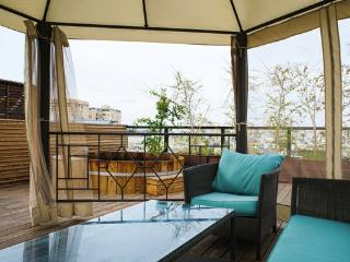 Nice Condo with Deck and Internet Access - Tel Aviv vacation rentals