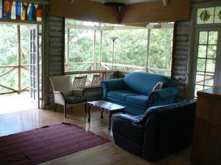 Perfect 2 bedroom Cabin in Howick with Deck - Howick vacation rentals