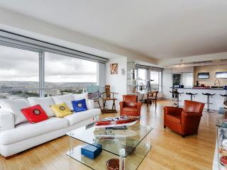 Modern apartment with spectacular views - Paris vacation rentals