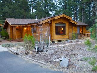 2BR home w/resort attractions; private hot tub & fenced yard - Sisters vacation rentals