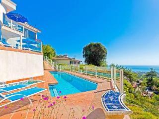 Hillside, 6000 sqft Sunset Villa on four levels boasts panoramic views, pol & media room - La Jolla vacation rentals