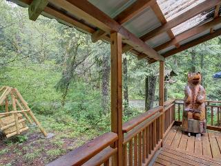 Historic dog-friendly waterfront cabin w/hot tub & Salmon River access - Welches vacation rentals