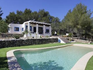 3 bedroom House with Private Outdoor Pool in Santa Gertrudis - Santa Gertrudis vacation rentals