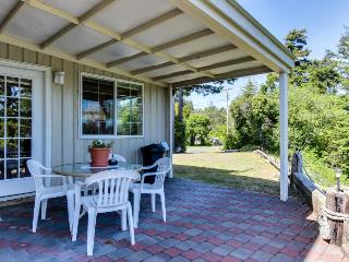 Home w/river & ocean accesss; patio; firpleace - Charleston vacation rentals