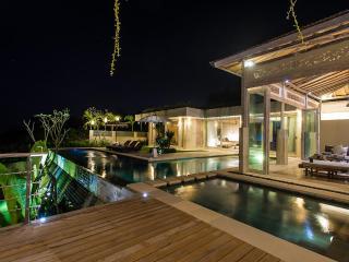 9BR CASAVIVA SUNSET ESTATE SLEEPS 21 STARTS US$649 - Jimbaran vacation rentals