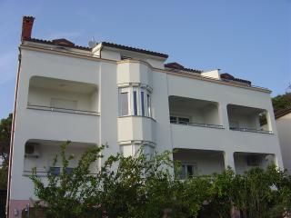 Comfortable 1 bedroom Condo in Pula - Pula vacation rentals