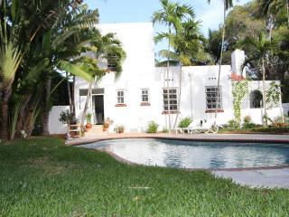 Miami Beach 3 Bed villa swim pool garden BBQ house - Miami Beach vacation rentals