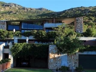 Snooze in Hout Bay. Snooze. Self catering. - Hout Bay vacation rentals
