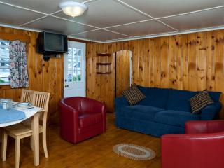 2 bedroom Cottage with Short Breaks Allowed in York Beach - York Beach vacation rentals