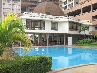 Stunning 2 bedroom apartment - great pool & views - Manila vacation rentals