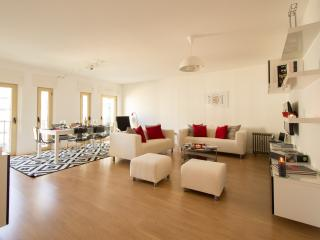 Nice 3 bedroom Lisbon Apartment with Internet Access - Lisbon vacation rentals