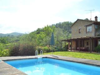Villa with private garden and pool - Aramo vacation rentals