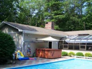 Andy's Retreat - Heated Pool, Jacuzzi, BBQ - Frye Island vacation rentals