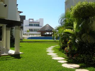 Charming 2BR Apartment, 2 blocks from the beach T3 - Playa del Carmen vacation rentals